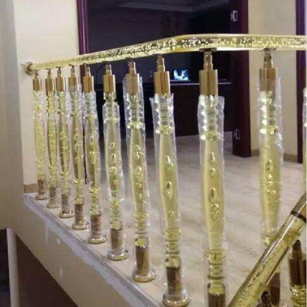 Rampe d'escalier dorée